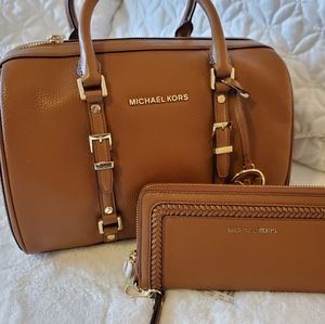 Bundle!!!! Michael Kors👜Bedford w/wallet